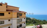TR-108-1, Sea view property (4 rooms, 2 bathrooms) with balcony and pool in Trabzon Arakli