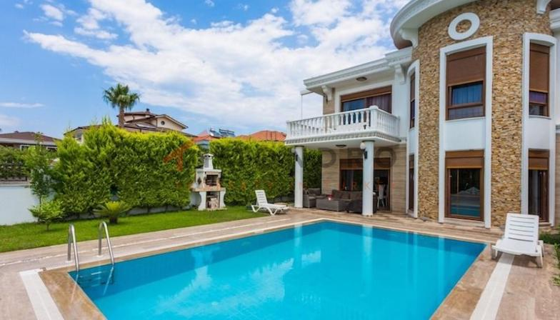 Villa near the sea with mountain panorama and terrace in Kemer Centre