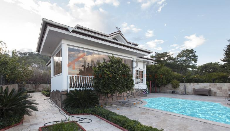 Property near the sea with mountain view and pool in Kemer Centre