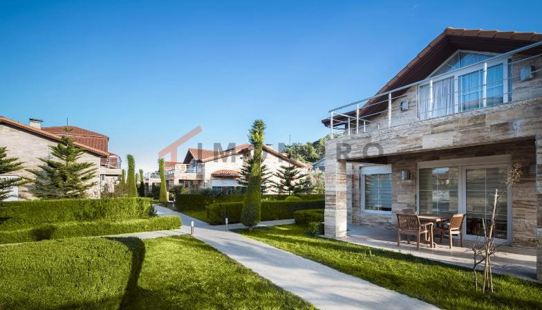 Real estate near the sea with mountain view and pool in Kemer Centre