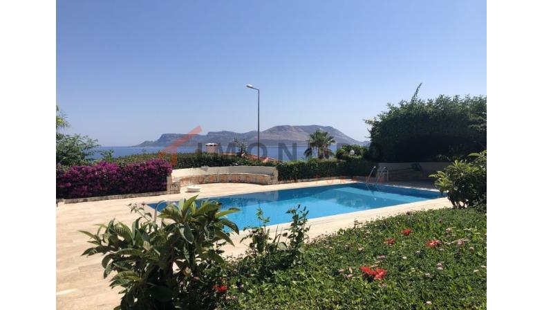 Sea view real estate with balcony and pool in Kas