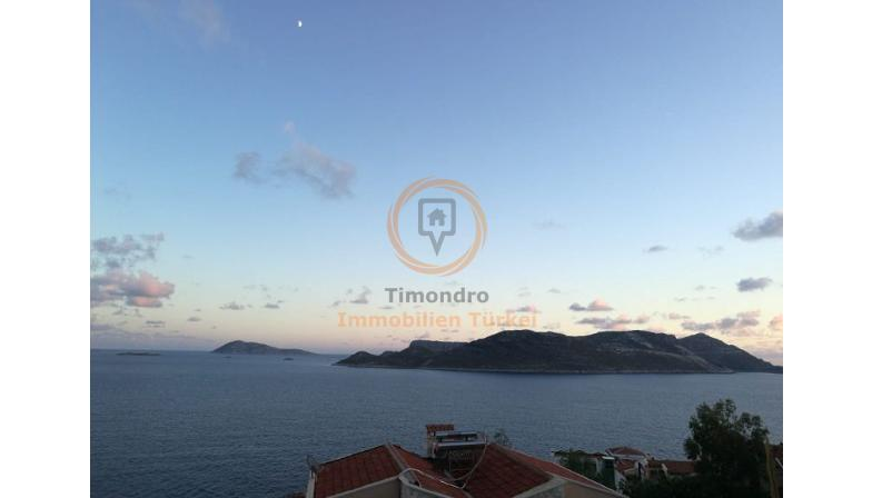 Sea view property with balcony and pool in Kas