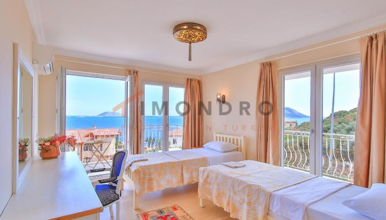 Sea view property with terrace and pool in Kas