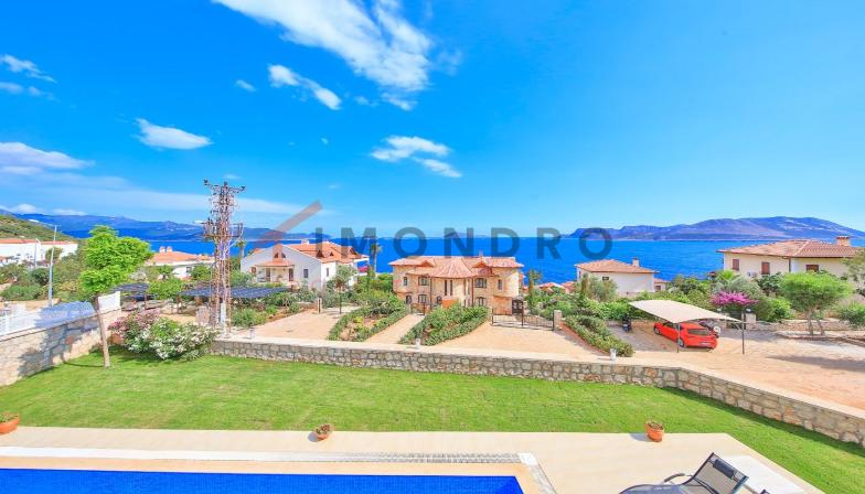 Sea view real estate with terrace and pool in Kas