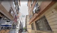 IS-525, Convenient Flat with Balcony and Advantageous Location in Istanbul Fatih